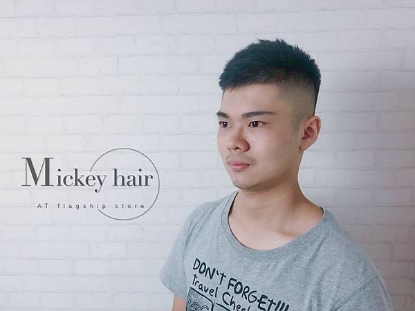專業男生剪髮設計師.jpg