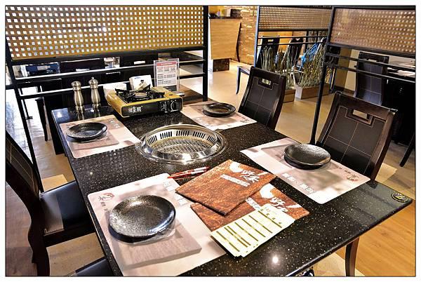 店內用餐桌-台中公益路燒烤吃到飽