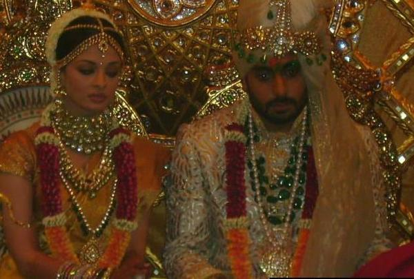 Aishwarya & Abhishek Bachchan during their wedding ceremony!!