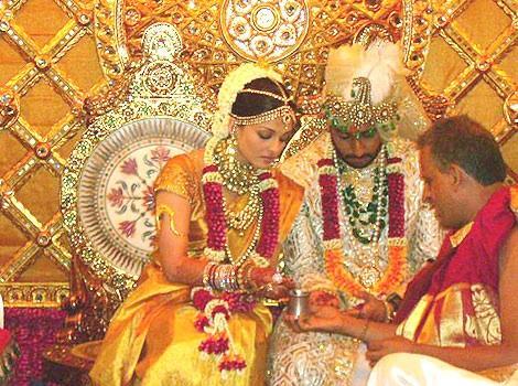 Another pics of Aishwarya & Abhishek Bachchan during their wedding ceremony!!!