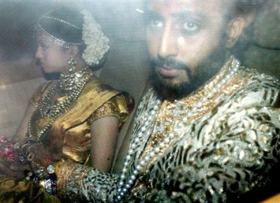 Aishwarya & Abhishek Bachchan after their wedding on their way to visit Abhishek's grandmother i