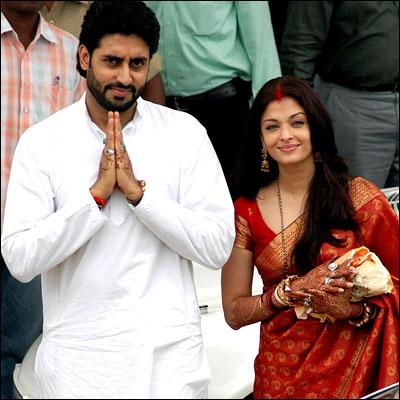 Aishwarya & Abhishek at Temple seeking blessing (2 days after the wedding)