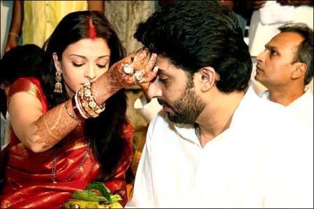 Aishwarya & Abhishek as husband & wife praying at Temple!!!