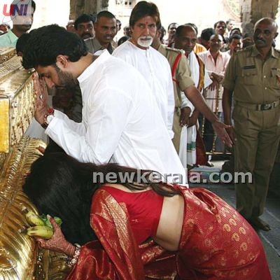 Aishwarya Rai & Abhishek Bachchan during praying process!!!!