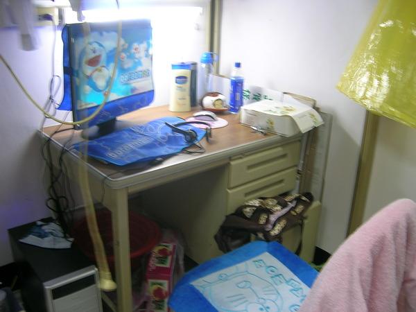 書桌有點亂