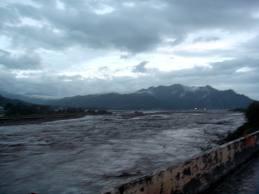 莫拉克颱風-河水暴漲.jpg