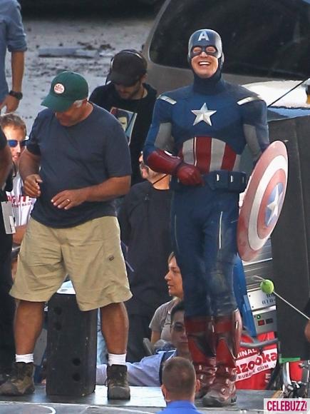 Chris_Evans_Films_The_Avengers_in_Ohio-435x580