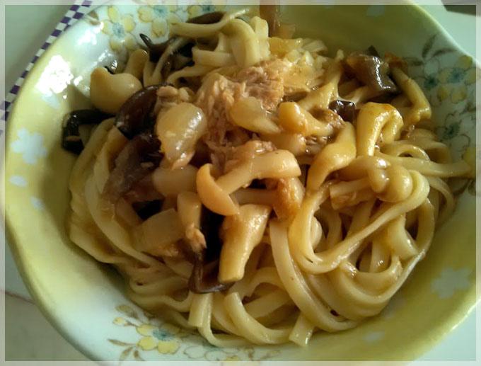 咖哩鮪魚炒麵
