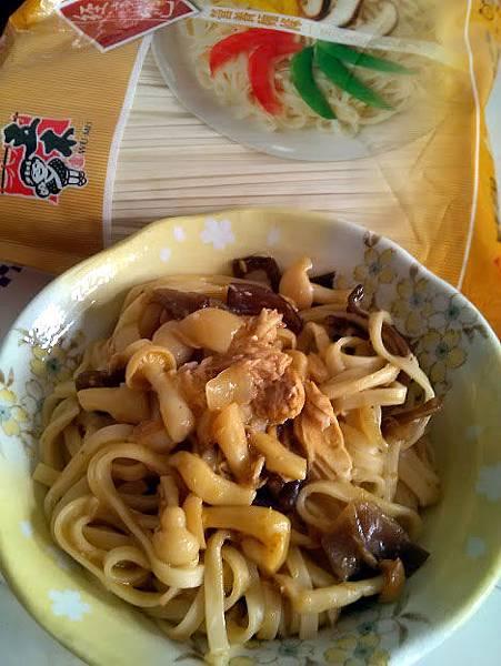 咖哩鮪魚炒麵1