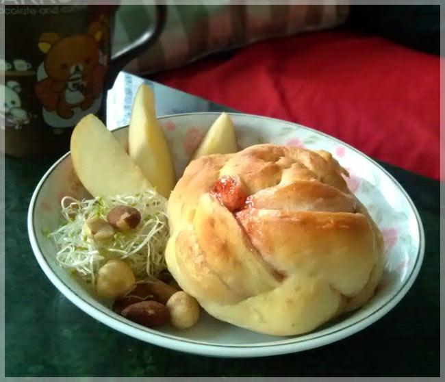 草莓螺旋麵包3