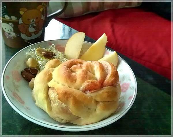 草莓螺旋麵包