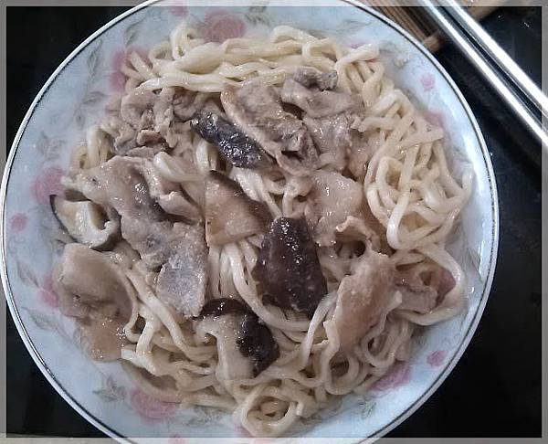 蘑菇白醬炒麵