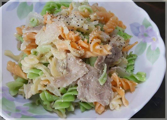 電鍋版義大利麵~白菜豬肉