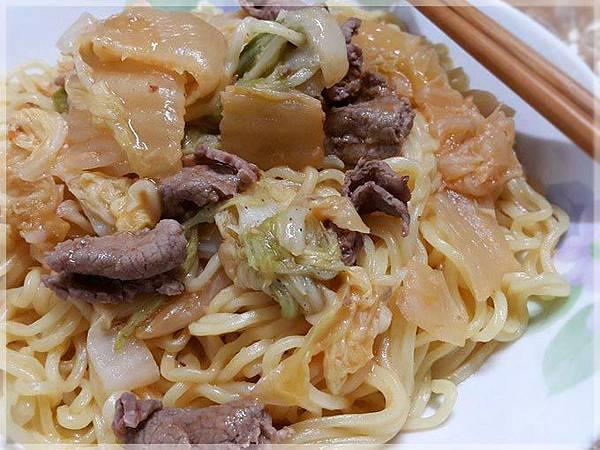 泡菜牛肉炒麵