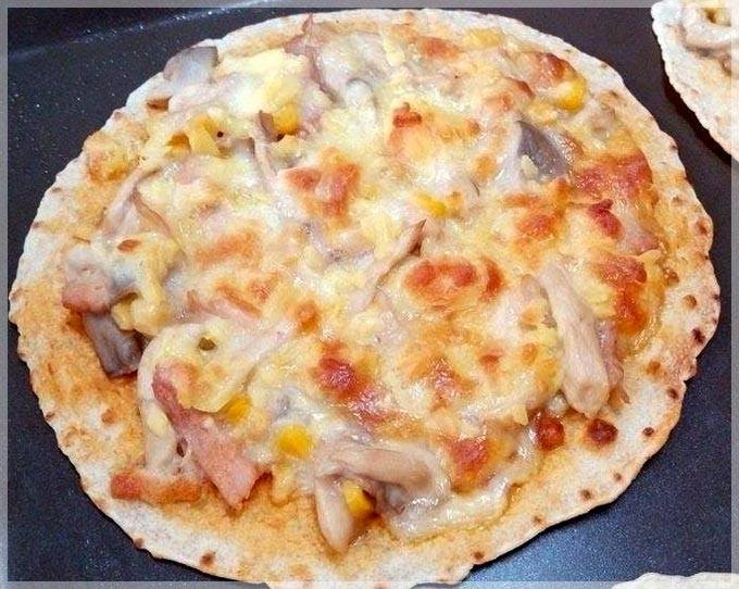 白醬燻雞薄皮披薩
