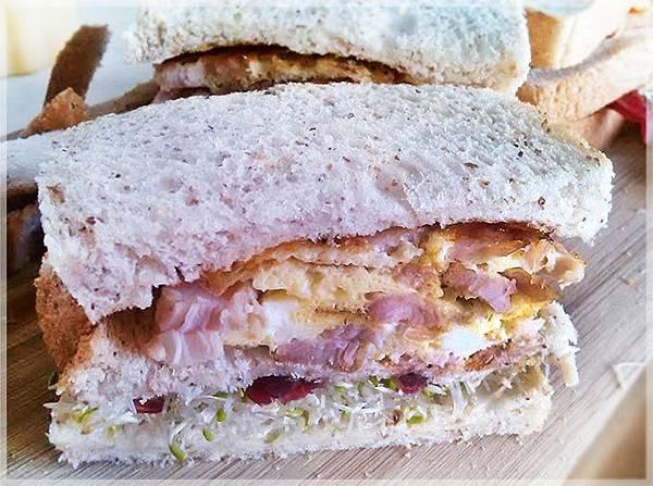 超厚蛋捲三明治-燻雞3