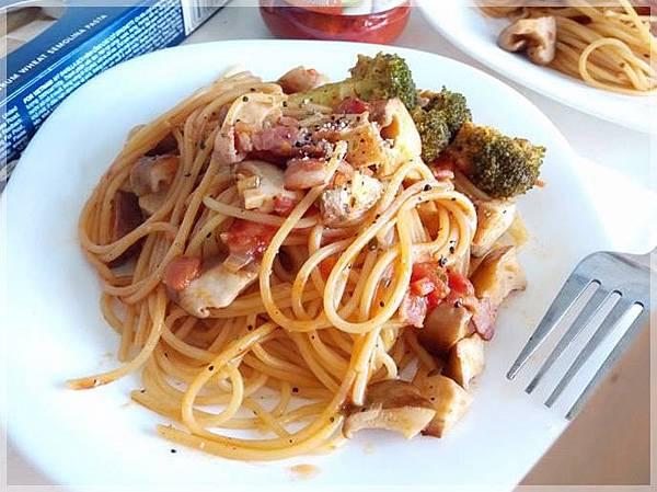 培根紅醬義大利麵