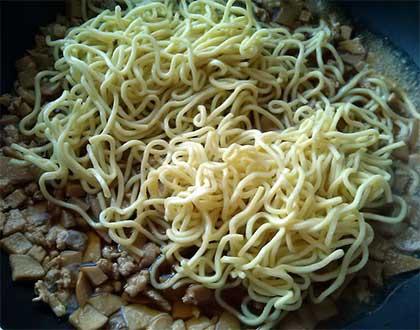 菇雞肉燥麵5