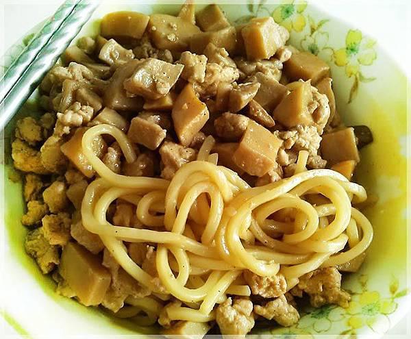 菇雞肉燥麵