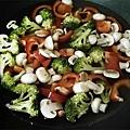 蘑菇墨魚義大利麵2