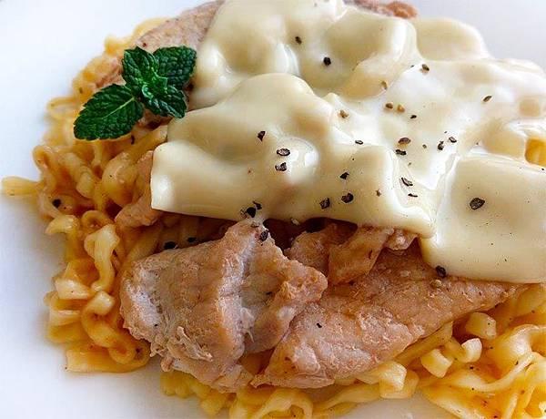 起司蘑菇豬肉麵-