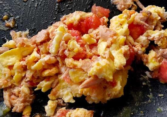 鮪魚蛋番茄盅3.jpg