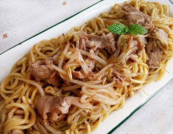 蘑菇醬豬肉炒麵-.jpg