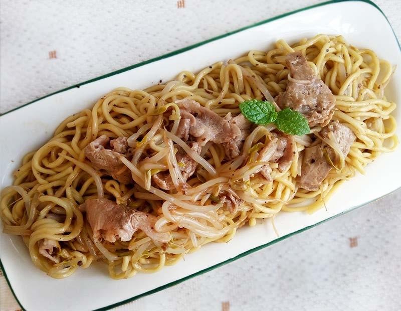 蘑菇醬豬肉炒麵.jpg