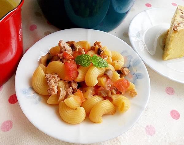 蘑菇番茄肉醬義大利麵--.jpg