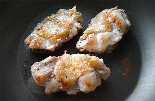 香煎雞腿排佐橙香莎莎醬5.jpg