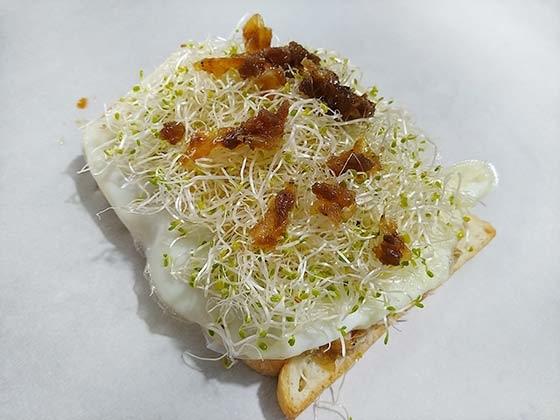 蝦醬鮪魚蛋三明治4.jpg