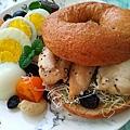 雞肉貝果堡早餐盤-.jpg