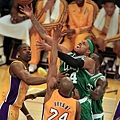 lat-lakers-celtics-la0008347697-20130220.jpg
