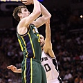 Gordon_Hayward_Utah_Jazz_v_San_Antonio_Spurs_6qK0bKxqvGLl_medium.jpg