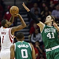 trevor-ariza-kelly-olynyk-nba-boston-celtics-houston-rockets.jpg