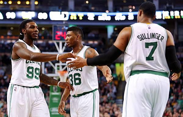 584305_76ers-Celtics-Basketball_7.jpg