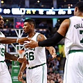 584305_76ers-Celtics-Basketball_7.jpg