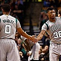 563f9df0-e3d0-11e4-a4d8-15f4c919a35b_Avery-Bradley-and-Marcus-Smart-make-life-ha.jpg