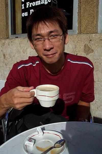 巴士底市場早餐的咖啡   2.5歐元 季豐哥請我喝的喔。