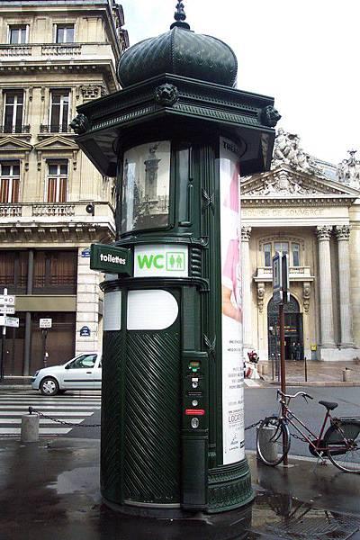 巴黎公廁  O.S