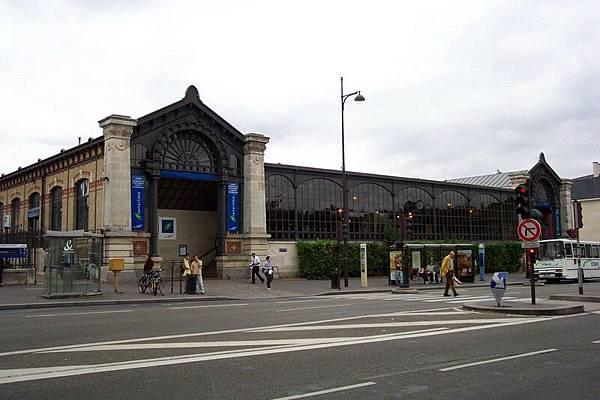 凡爾賽宮外的火車站