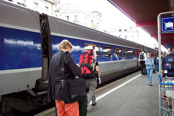 從法國巴黎里昂車站搭TGV到瑞士的日內瓦  O.S