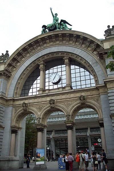 琉森 Luzern 站前廣場