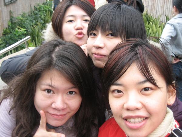 鳳嬌、育婷、祐慈、嘉琳
