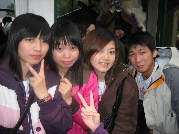 育婷、玉珊、雅莉、ME