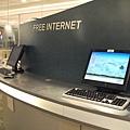 沒有電腦的人可以使用機場的