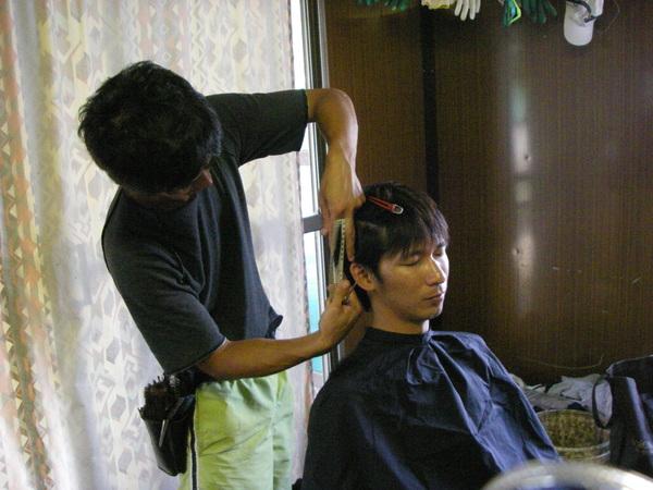 他在日本是髮型設計師