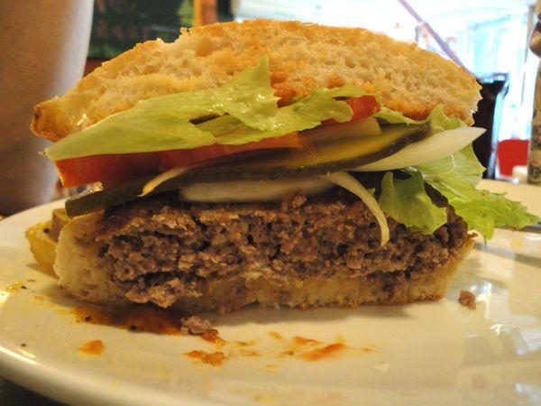 紅色颶風牛肉漢堡3