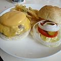 B&O夏威夷牛肉漢堡.JPG
