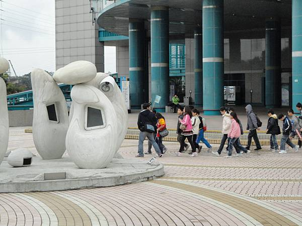 台科館大門校外教學2.JPG